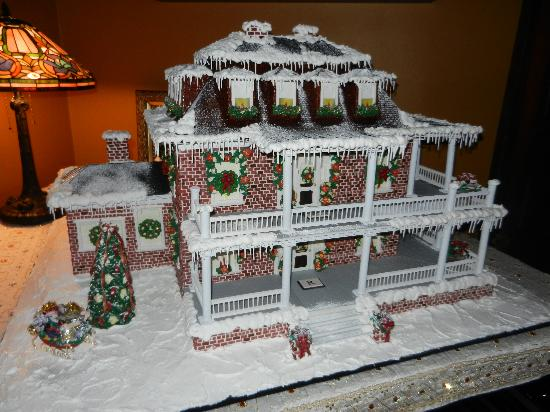 Beautifully to scale, the Reynolds Mansion done in gingerbread!