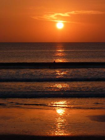 Secret Garden Inn: Sunsets on Kuta Beach are special