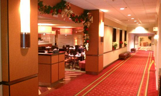 Bethesda Marriott: View of coffee shop area