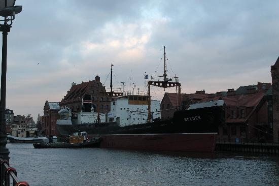 Wolne Miasto Hotel- Old Town Gdansk: that big ship is all made of scrap