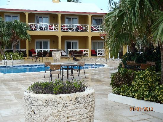 Augusta Bay Bahamas: the courtyard