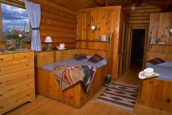 Laramie River Dude Ranch: Log cabin interior