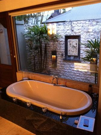 The Villas of Byron: bath and outdoor shower