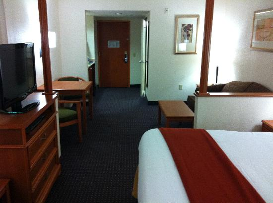 Holiday Inn Express & Suites Fort Lauderdale Airport West: large rooms