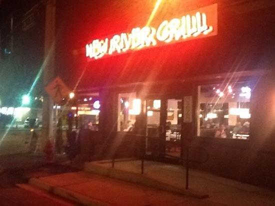 New River Pizza & Fresh Kitchen: night view of the premisses