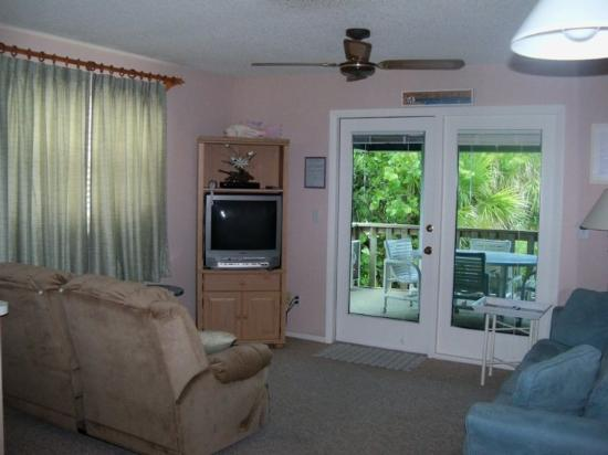 Seafarer Beach Resort: Enjoy our second floor apartment with covered balcony!