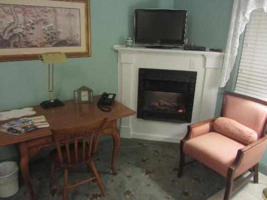 Hargrave House: Fireplace and Vizio HD TV