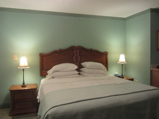 Hargrave House: King Bed Turned Down