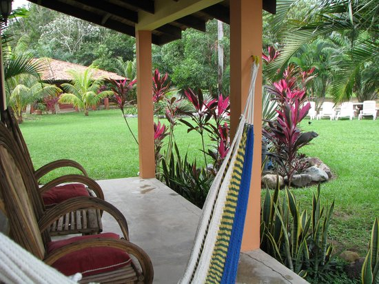 Tranquility Bay Beach Retreat: cabana porch
