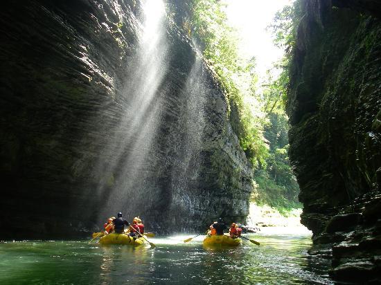 Matanivusi Surf Resort: Water rafting!