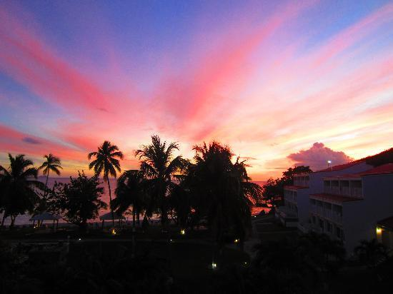 Bluebeard's Beach Club and Villas: Sunset over the Beachclub