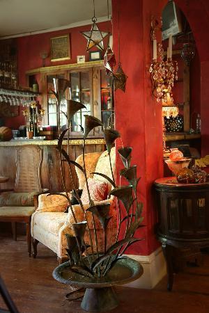 Marilyn's Melrose Inn: Artwork is everywhere at the Melrose