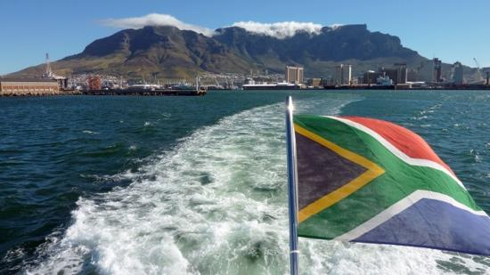 Zuid-Afrika: table mountain seen from the see.