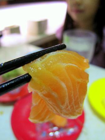 Sakae Sushi: Salmon sashimi