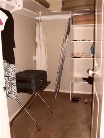 เดอะ เกรนจ์ ออน เฮอร์มิเทจ: walk-in wardrobe