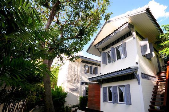Baan Noppawong: Backyard