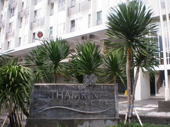 Thamrin Residence Condotel: main entrance Thamrin Residence