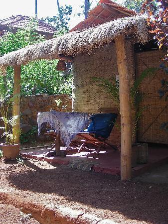 Sevas Huts & Cabanas: Veranda and entrance to my hut