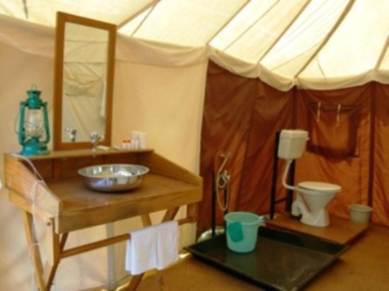 Jaisalmer Desert Camp : Bathroom