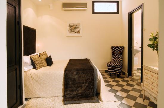 Riad Elizabeth: Louise Room