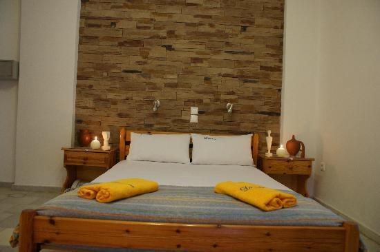 Dimitra Hotel: room with double bed