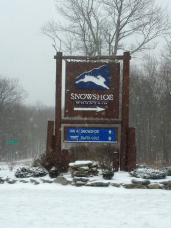 Top of the World Condos at Snowshoe: Entering the resort.