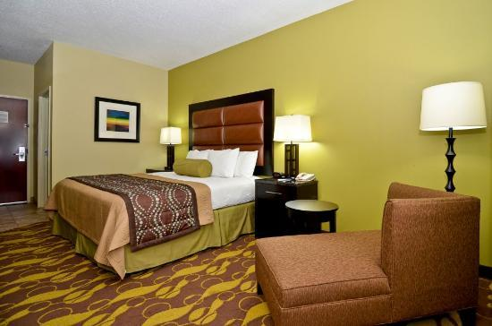 BEST WESTERN Plus Wilmington/Carolina Beach: King size bed