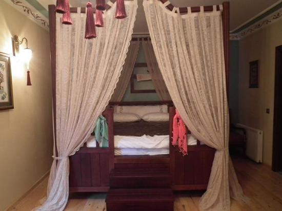 Rose Garden Suites Istanbul: traditional queen room