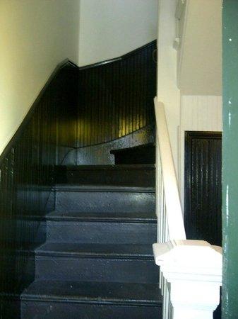 Royal Street Inn and R Bar: Staircase to Room