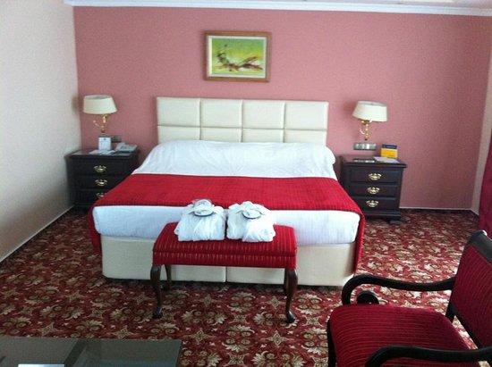 Best Western Hotel Ikibin-2000 : Bed