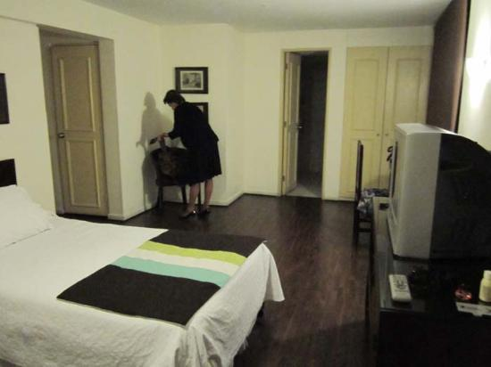 Hotel Neruda Express: Desde el otro lado.