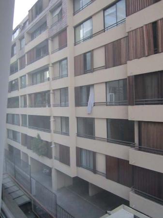 Hotel Neruda Express: Vista de la habitación a los edificios