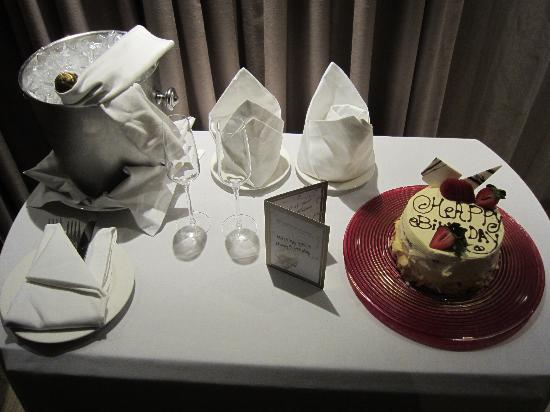 InterContinental Johannesburg Sandton Towers: My complimentary Birthday Cake & Champagne