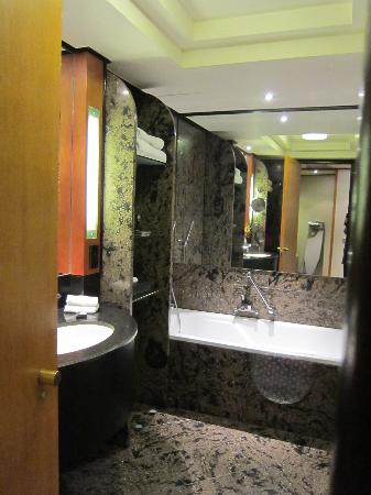 InterContinental Johannesburg Sandton Towers: Bathroom