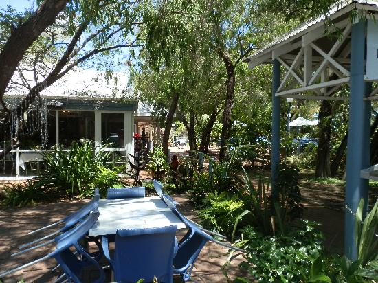 Broadwater Beach Resort Busselton: the gardens
