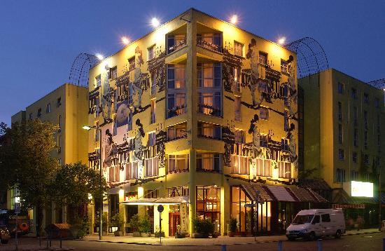Das ECONTEL HOTEL Berlin Charlottenburg bei Nacht