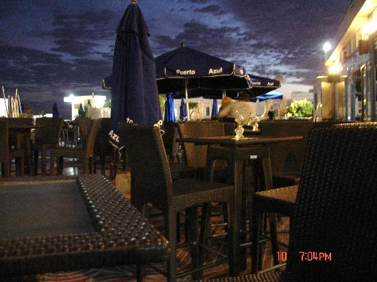 Servatur Puerto Azul : Pool bar seating, very nice