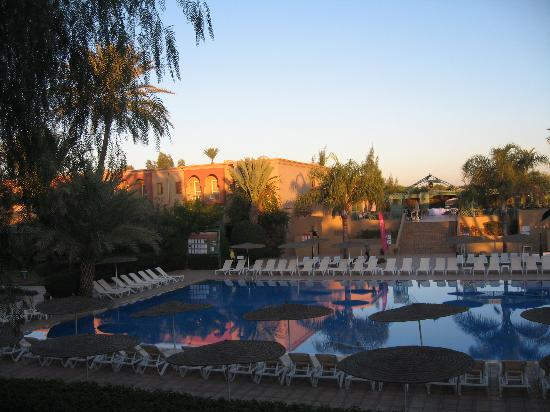 Buffet pour l 39 ocassion picture of iberostar club for Club piscine soleil chicoutimi