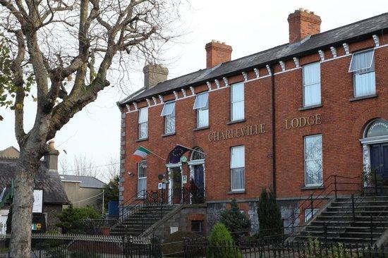 Charleville Lodge: Facade
