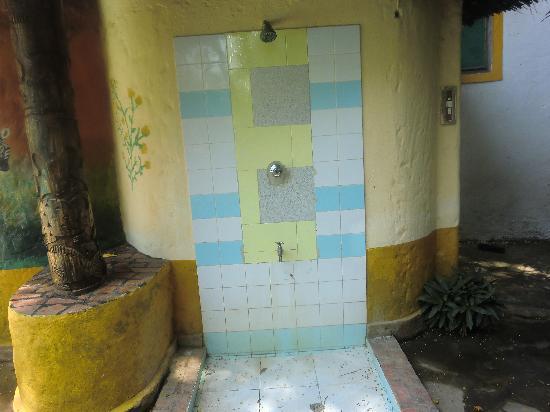 Diani Star Beds: douche piscine, la seule qui fonctionne