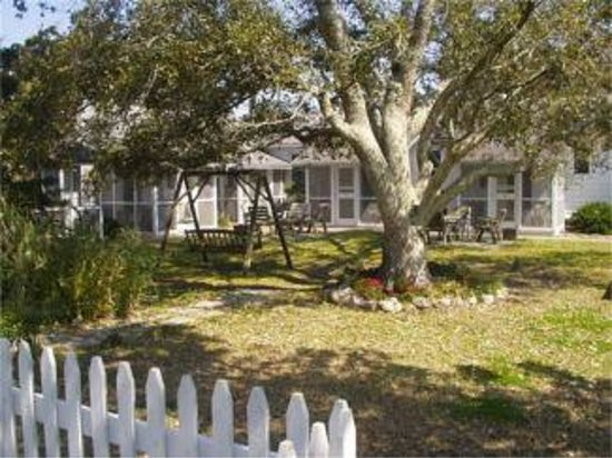 Edwards of Ocracoke: Courtyard area under a old live oak