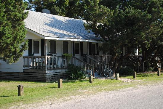 Edwards of Ocracoke Rooms and Cottages: Bungalow rooms for couples