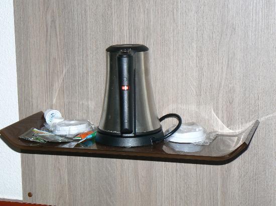 Kyriad Paris Ouest - Colombes : tea maker