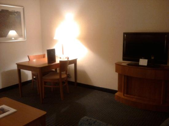 Embassy Suites by Hilton Lexington: living room desk and tv