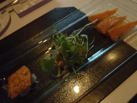 Altitude Seafood and Grill - Lounge: yummy salmon trio