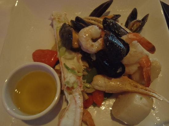 Altitude Seafood and Grill - Lounge: yummy seafood platter