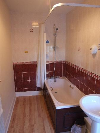 Lyons Woodlands Hall Hotel: bathroom