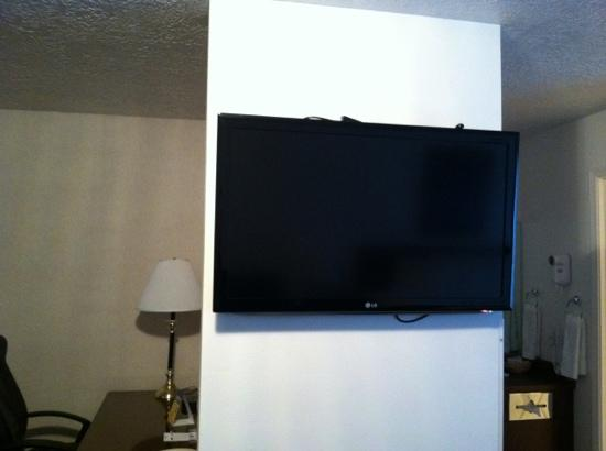 BEST WESTERN Grand Manor Inn: flat screen tv