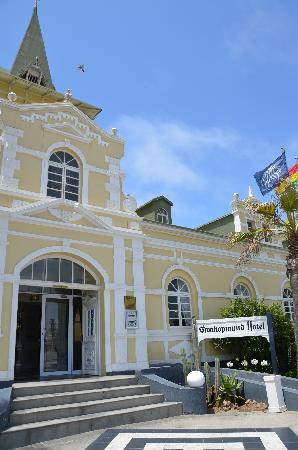 Swakopmund Hotel: Вход в отель