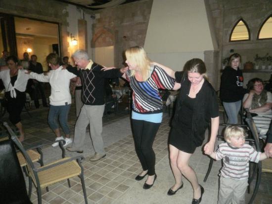 Villas Duc-Rhodes: Græsk aften på hotellet